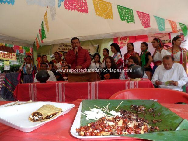 """Con la degustación de productos típicos del estado de Oaxaca, bailes regionales y demás, se inauguró este viernes """"La Guelaguetza"""" que el cual se llevará a cabo en la plazuela del barrio de la merced hasta el 30 de noviembre. /Agencia ReporteCiudadano"""