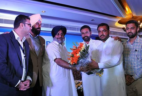 Felt proud to honour the solar developers and farmers in Punjab Solar Summit-2015 at Chandigarh. #ShiromaniAkaliDal #PunjabSolarSummit2015 #SukhbirSinghBadal