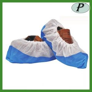 Cubrezapatos de polipropileno muy resistentes con elástico para sujetarse bien al zapato en la parte superior.  Más información: http://www.tplanas.com/epis/vestuario-desechable/655-cubrezapatos-polipropileno-con-base-azul-resistente.html