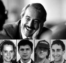 Nella Strage di Capaci, il 23 maggio 1992, sull'autostrada A29, nei pressi dello svincolo di Capaci e a pochi chilometri da Palermo, persero la vita, oltre a GIOVANNI FALCONE (magistrato antimafia) e a sua moglie, Francesca Morvillo, i tre agenti della scorta, Rocco Dicillo, Antonio Montinaro, Vito Schifani.