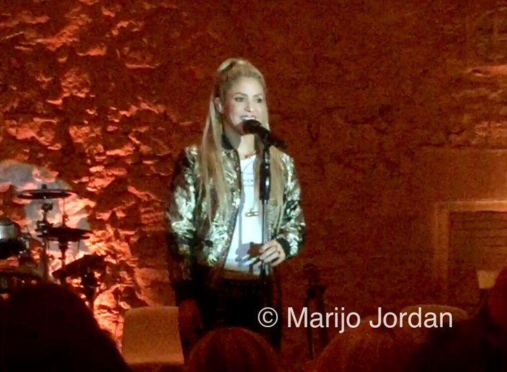Shakira canta por sorpresa en una noche dorada - Junio 2017 - Shakira ha regalado a Barcelona la première europea de su nuevo àlbum, El Dorado, en una noche breve pero intensa, con amigos, familia y cuatro canciones en directo