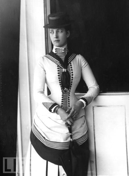 Queen Alexandra in a seaside dress, 1884