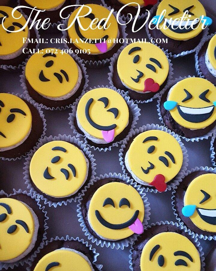Fun emoji chocolate oreo cupcakes with vanilla oreo filling!  #emoji #cake #art