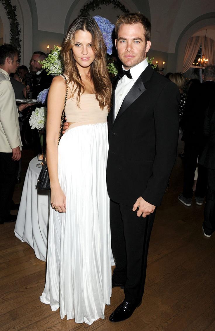 La velada de Vanity Fair y Gucci.Chris Pine y Dominique Piek.