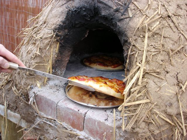 How To Quickly Build A Survival Oven Using Dirt, Water And Sticks