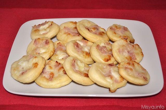 Pizzette al prosciutto, scopri la ricetta: http://www.misya.info/2013/06/28/pizzette-al-prosciutto.htm