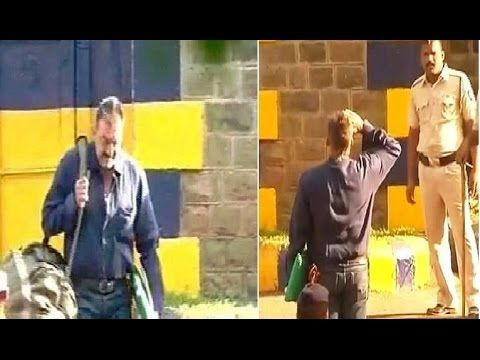 FIRST GLIMPSE of Sanjay Dutt walking out of Pune's Yerwada Jail | FULL UNCUT VIDEO. See the full video at : https://youtu.be/QmLAEhHRJlQ #sanjaydutt