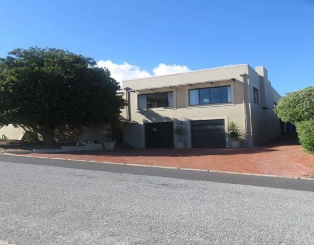 5 bedroom House for sale in Middedorp