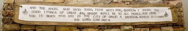 Awesome way to display Scripture around the home  @Lori Anderson Crews- can we do this on a girls night?!!