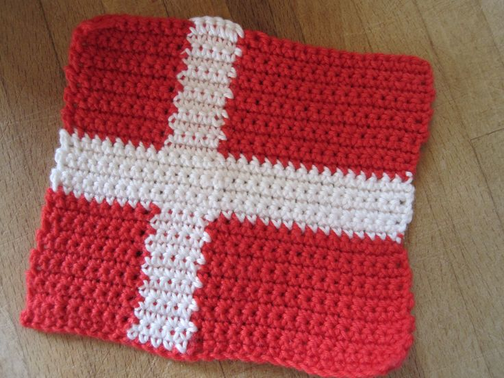 Hæklet flag.   Gratis opskrift og tips på Facebook: Strik, smil & finurlige finesser