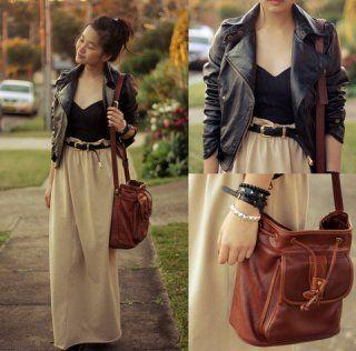 Светло-бежевая юбка-макси на чёрном ремешке в сочетании с чёрным топом и кожаной укороченной курткой, а также коричневой сумкой на плече