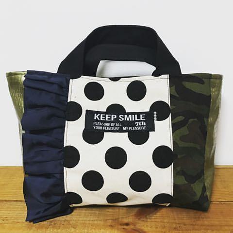 明日はあとりえこのはに出店します✨ 新作のバッグ盛りだくさんです☺️❤️ #handmade#ハンドメイド#ハンドメイドバッグ#トートバッグ#新作#ママコーデ#公園コーデ#カジュアルドット#モノトーン#迷彩#カモフラ#フリル#フリルバッグ