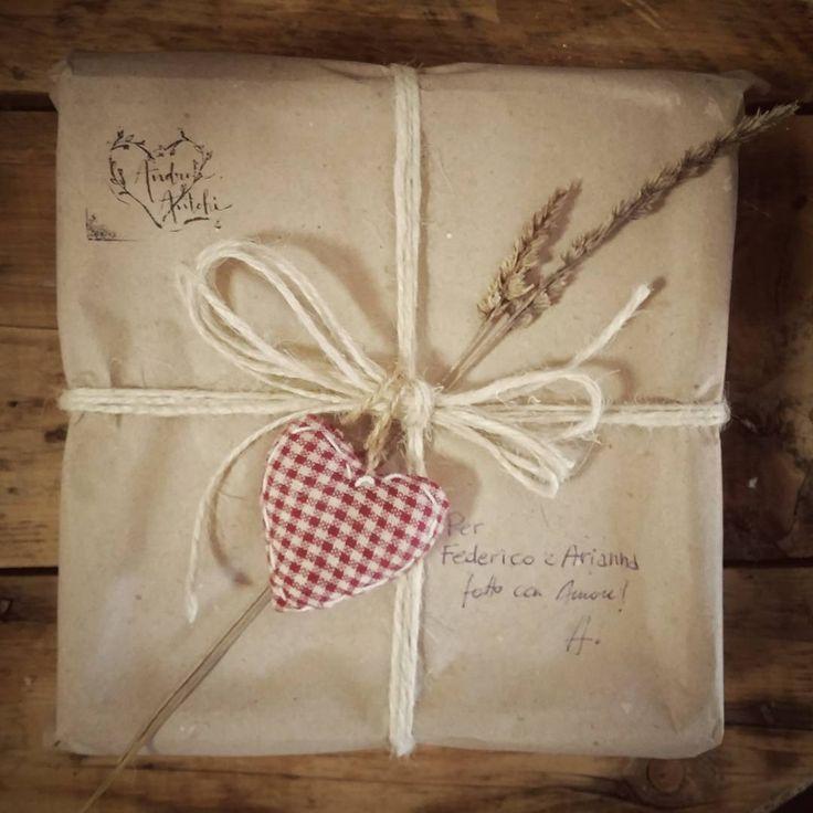 Ricevere un pacco fatto a mano con amore usando la vecchia carta di una volta... NON HA PREZZO !!! www.andreantohifotografia.com  #gettingready #New #wooden #box #for a #beautiful #couple #get #married #getmarried in #puglia #apulien #apulia #apuliawedding #italy #packaging #print #prints #postcard #flower #wood #usb #drive Www.andreantohi.com #vintage and #bohemian #wedding #photography