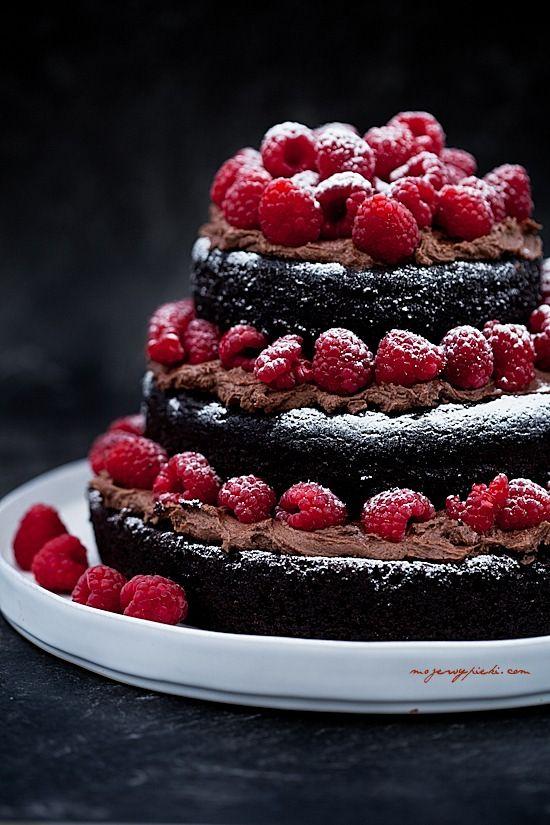Tort czekoladowy z malinami [na bazie majonezu]