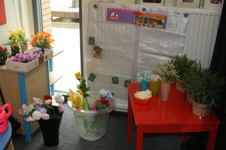 de bloemenwinkel Handig hè zo''n lettermuur....kun je ook zakjes met zaden in doen!