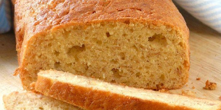 Kaken bakes med godt modne bananer, resultatet er deilig saftig.