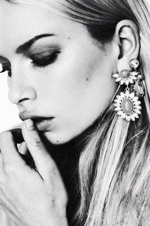 smoky eyes, big earrings.