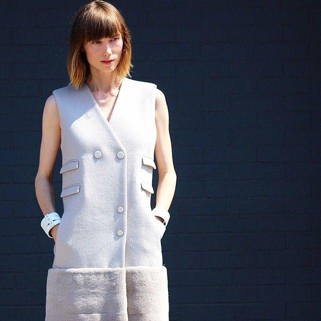 Anya Ziourova Jason Wu dress. Vestido solapa Jason Wu, gris. Street style #NYFW .