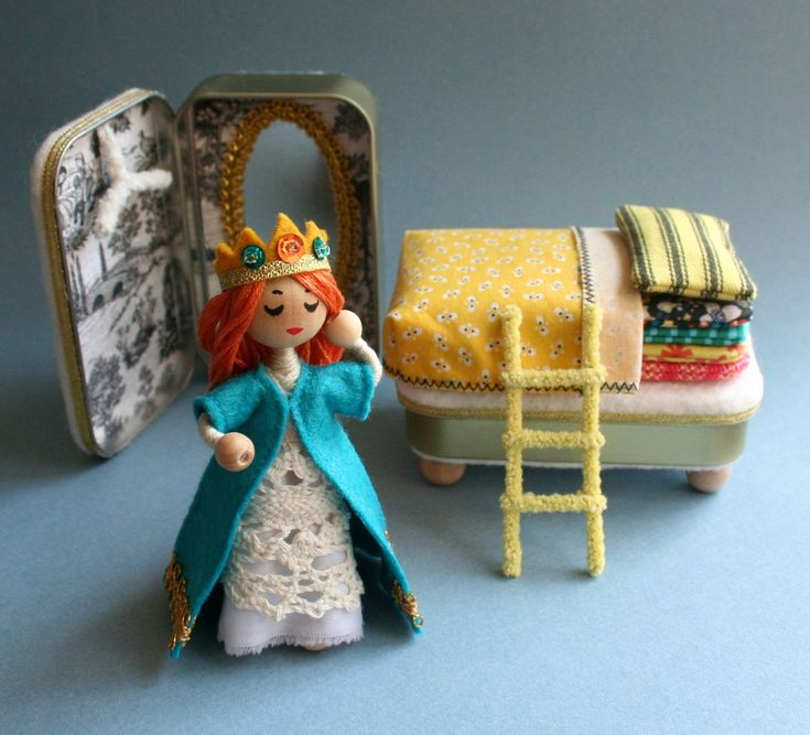 Wee Princess Pea PDF pattern for a purse-sized fairy por mmmcrafts