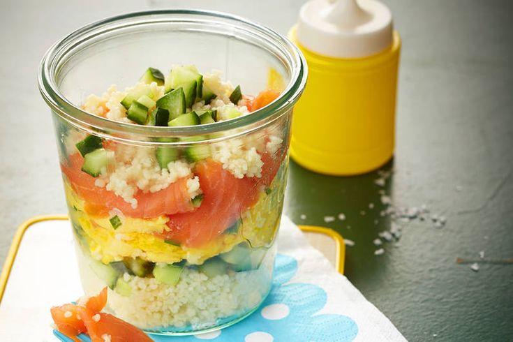 Das Rezept für Couscous-Schichtspeise mit Räucherlachs mit allen nötigen Zutaten und der einfachsten Zubereitung - gesund kochen mit FIT FOR FUN