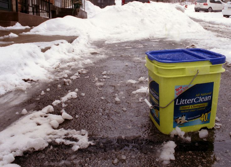When you're stuck in ice or snow, grab a bag of kitty litter from your trunk and sprinkle it in front of your tires. The grains act like gravel, giving you just enough traction to get back on the road.