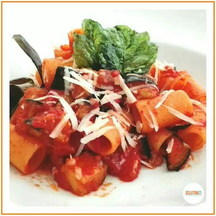 Rigatoni alla Norma - scopri la ricetta sul nostro blog www.sglutinati.it/blog/rigatoninorma/