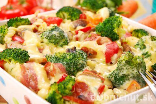 Zapečené cestoviny s brokolicou, šunkou a syrom