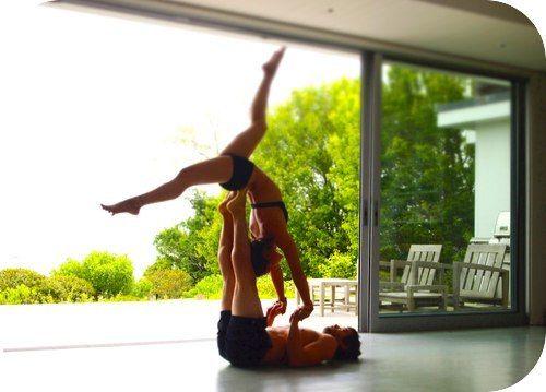 Выбирая вид йоги, учитывайте две вещи: 1) занятия должны вам нравиться, 2) приближать вас к вашей цели. Стили йоги для красивой фигуры Если вам нравится движение, тогда стоит остановить свой выбор на динамичной йоге, такой как, аштанга виньяса, которая предполагает быструю смену асан. Другой вариант — крийя-йога, где на выполнение каждой позы отводится определенный промежуток времени. В целом практика получается довольно энергичной.
