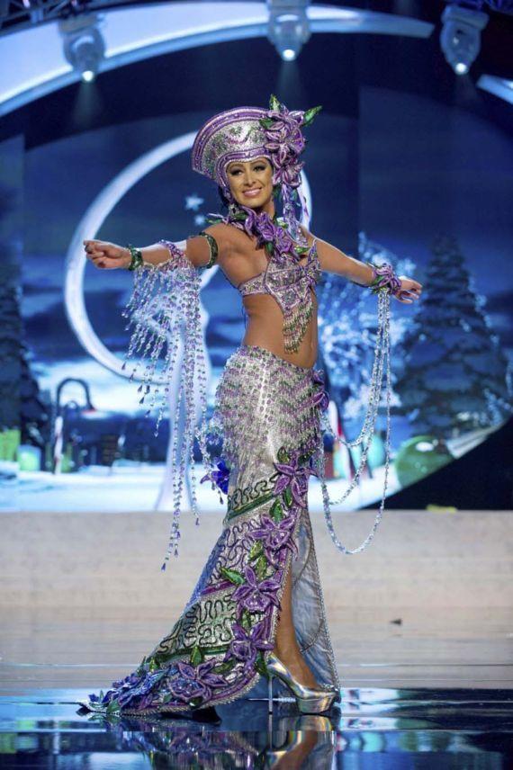 nazareth cascante costa rica unusual miss universe costumes - Universe Halloween Costume