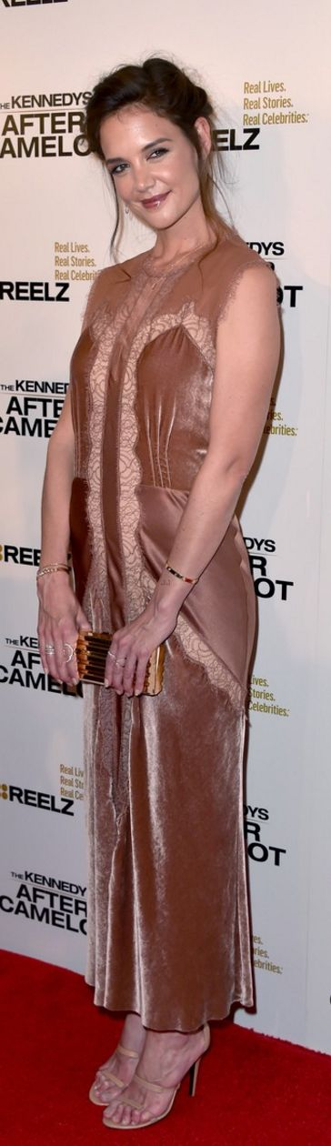 Katie Holmes:Dress – Alberta Ferretti  Purse – Lee Savage  Shoes – Tamara Mellon  Jewelry – EF Collection, Cartier, and Sara Weinstock