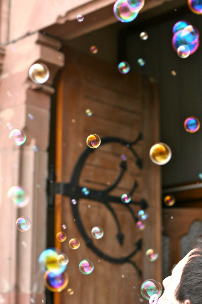 Why not have bubbles instead of confetti? Looks fab in the photos and no need to clean up! Image by  François Philipp (CC-BY).