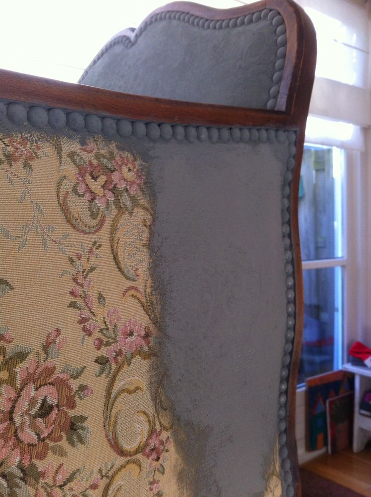 Chalk paint upholstered furniture (even color -> white)!  Voor-Na - De Oude Bank