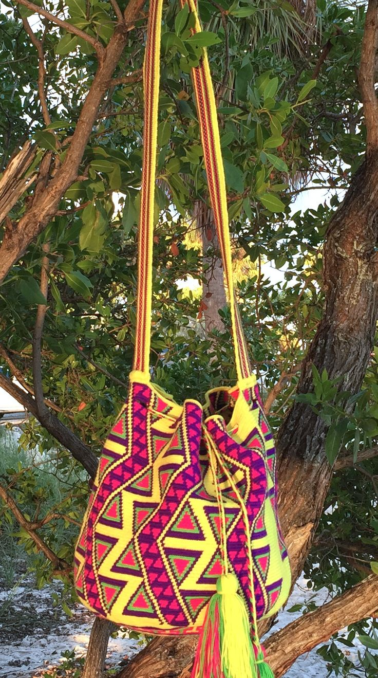 Hand made in Colombia by women from the Wayuu tribe.