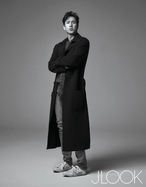 """Lee Sun Kyun, who is currently playing the broken husband in JTBC's """"My Wife Is Having An Affair This Week"""" looks amazing in these shots from the November issue of JLook. If you h…"""