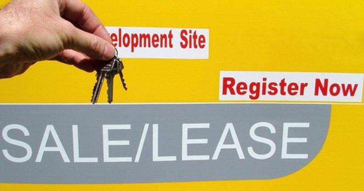Cómo redactar un contrato de arrendamiento con opción a compra. Un contrato de arrendamiento con opción a compra es un documento legal formal en que la parte arrendataria se compromete a pagar un alquiler más alto por la propiedad (o artículo) a cambio de tener la opción de compra a un precio determinado. Estos contratos normalmente existen en propiedades que se alquilan con opción a compra. Hay varias cosas ...