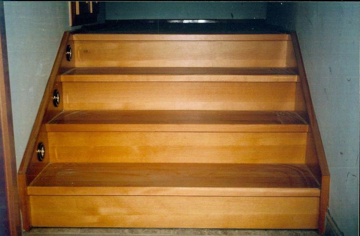 tömörfa lépcső
