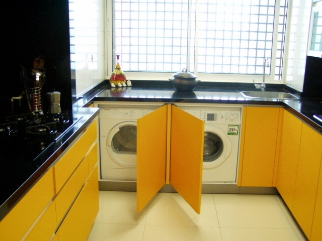 Mobiliario donde se guardo lavadora y secadora con puertas for Mueble lavadora