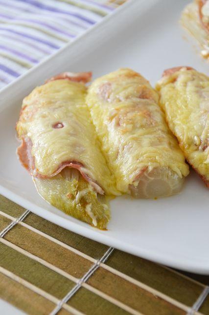 Witlof uit de oven met geitenkaas en pesto. Zonder de bacon voor ons.