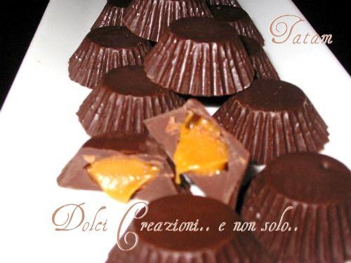 Cioccolatini ripieni al Caramello salato: un pasticcino che si scioglie in bocca, con un interno cremoso, dolce-salato, per un'esplosione di sapori ...