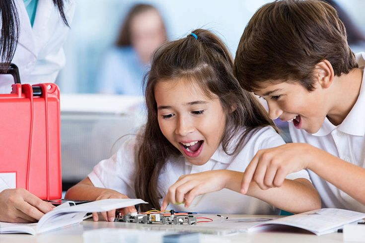 ROBÓTICA EN EL AULA: CÓMO LA TECNOLOGÍA ESTÁ CAMBIANDO A LA EDUCACIÓN http://blgs.co/9Y2kf4