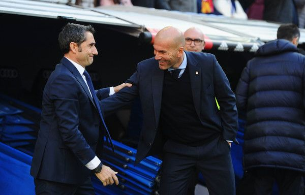 Zinedine Zidane, Manager of Real Madrid greets Ernesto Valverde, coach of Barcelona prior to the La Liga match between Real Madrid and Barcelona at Estadio Santiago Bernabeu on December 23, 2017 in Madrid, Spain.