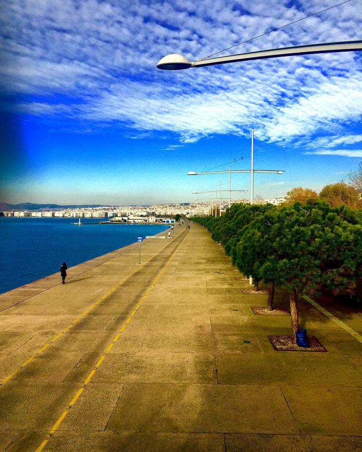 Hafta sonunuz güzel geçsin...🇬🇷❤️🇹🇷                                    #selanikrehberi #selanikbekliyor #selanik #skg #thessaloniki #θεσσαλονικη #greece #yunanistan #instagreece #greecestagram #ig_greece #ig_thessaloniki #haftasonu #weekend #savvato #neaparalia  #sunny #sunnyday #clouds