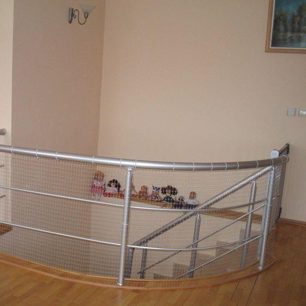Çocuklarınız balkon ve merdiven korkulukları aralarına başlarını sokmasınlar, düşmesinler. Onları güvenlik filesiyle koruyalım.   0216 577 04 21