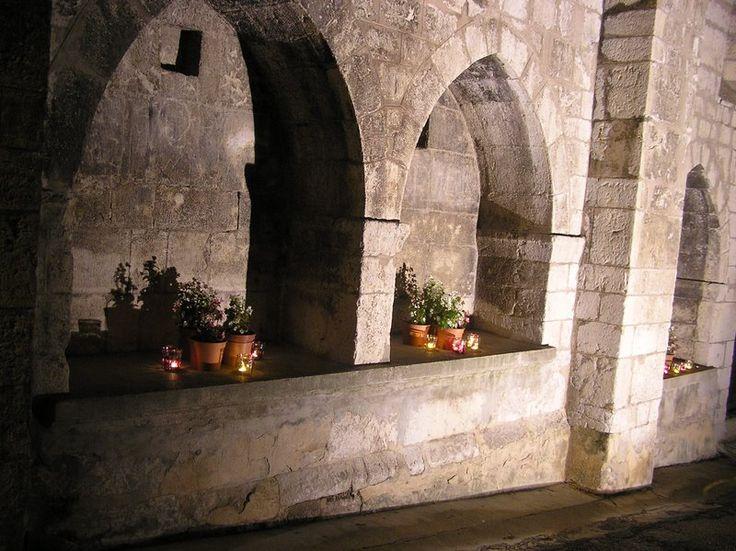 Enfeux de l'église Saint-Arey du XIIe siècle. #buech