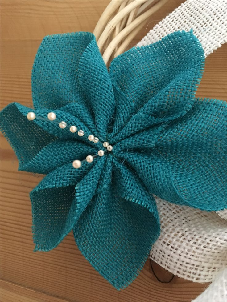 Teal flower with pearl pollen