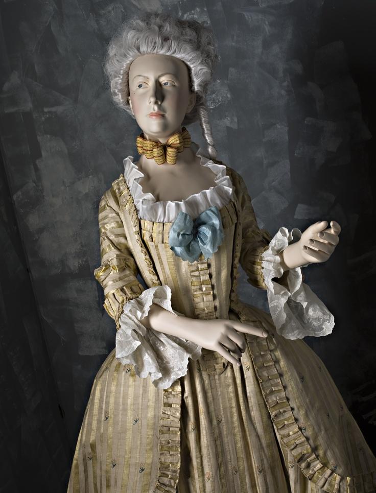 """Fashionable lady of the nobility, dressed in a silk blend robe in the style of swedish court dress. 1780's.  """"Adlig dam från 1780-talet, moderiktigt klädd i halvsidenklänning i den nationella dräktens snitt, en modell lanserad av Gustaf III för att dra in på onödig dräktlyx och spara pengar åt svenska staten."""" Nordiska Museet, Stockholm, Sweden. http://www.nordiskamuseet.se/Publication.asp?publicationid=13228=142"""