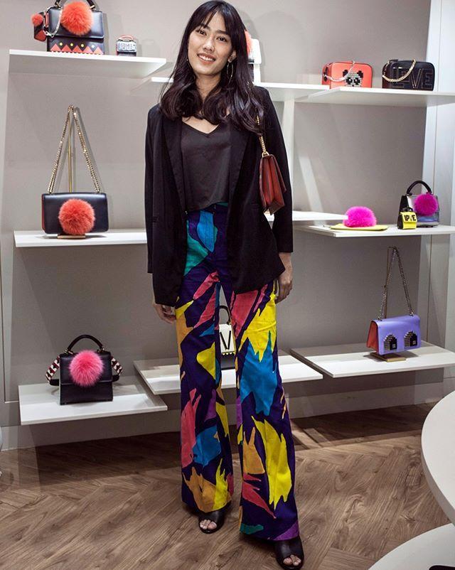 Kilas tampilan para tamu undangan di preview koleksi @masari_ind FW17 bersama kehadiran Jeni Kumala sang ahli Feng Sui yang memberi rekomendasi palet warna sesuai tahun kelahiran (Shio) di tahun Ayam Api ini. #newatmasari #BazaarIndonesia #fengsui #BazaarLovesFashion  via HARPER'S BAZAAR INDONESIA MAGAZINE OFFICIAL INSTAGRAM - Fashion Campaigns  Haute Couture  Advertising  Editorial Photography  Magazine Cover Designs  Supermodels  Runway Models