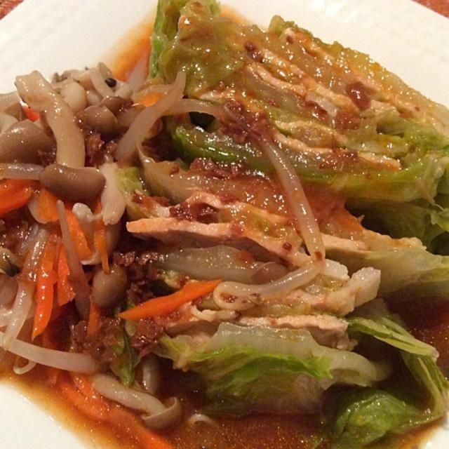 あったかい白菜が食べたくて、豚肉挟んで残り野菜ほりこんで野菜スープで煮詰めました マーボの素もスープに入れたら・・・ あら!以外の美味しい - 10件のもぐもぐ - 白菜のミルフィーユマーボー仕立て by rinriko