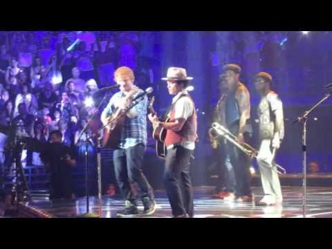 If ed sheeran just randomly showed up at a concert i would lose it --- Ed Sheeran & Bruno Mars live - The A Team - Scottrade Center St. Louis, MO - 8-8-13