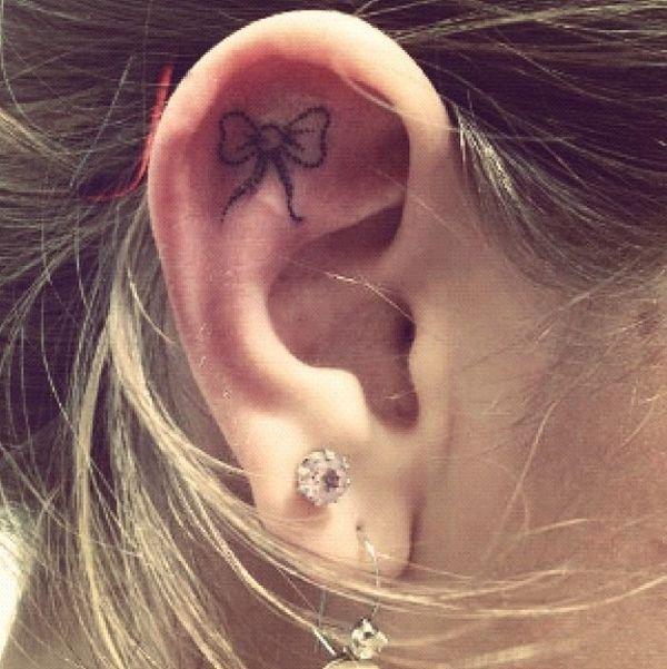 Tatuagens delicadas na Orelha